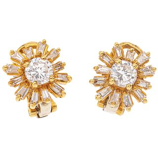 PAR DE ARETES CON DIAMANTES EN ORO AMARILLO DE 18K con 2 diamantes corte brillante ~0.80 ct Claridad: VS2-SI2   PAIR OF EARRINGS WITH DIAMONDS IN 18K