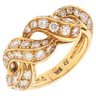 ANILLO CON DIAMANTES EN ORO AMARILLO DE 18K con diamantes corte brillante ~0.85 ct. Peso: 6.3 g. Talla: 6 ¼ | RING WITH DIAMONDS IN 18K YELLOW GOLD Br