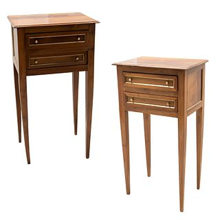 Par de mesas de noche. SXX. Elaboradas en madera con aplicaciones de metal dorado. Cubierta rectangular, cajones. 73 x 40 x 29 cm.
