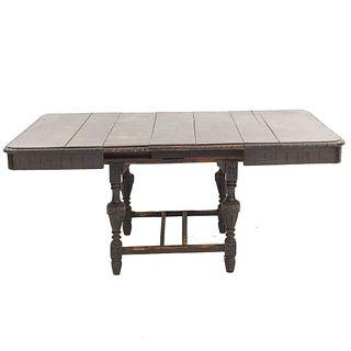 """Mesa. SXX. Estilo Barroco español. Elaborada en madera. Cubierta rectangular, chambrana en """"H"""", fustes compuestos."""