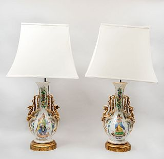 Par de lámparas de mesa. SXX. Elaboradas en porcelana, con pantallas de tela color blanco. 83 cm de altura (cada una).