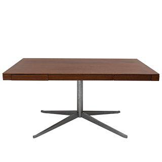 """FLORENCE KNOLL (EE.UU., 1917 - ) para Knoll. Años 70. Escritorio """"Partner's Desk"""". Con cubierta rectangular de madera contrachapada"""