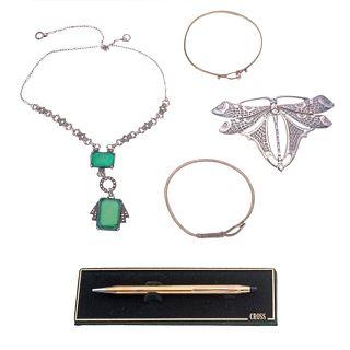 Bolígrafo Cross, prendedor vintage en forma de mariposa, dos pulseras y collar con simulantes color verde plata .925 y marquesitas.<...