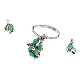 Anillo y par de aretes con esmeraldas y diamantes en plata paladio. 7 esmetaldas corte marquís y gota. 5 diamantes