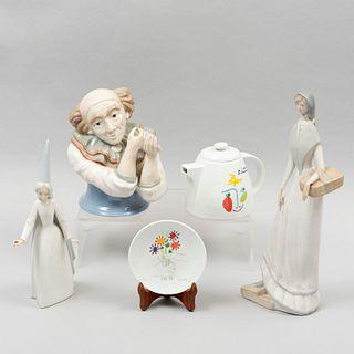 Lote de artículos decorativos. España, sXX. Elaborados en porcelana Mirmasu, Lladró y Tognana. 34 cm de altura (mayor). Piezas: 5