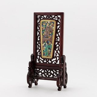CHINESE FOUR COLOR PORCELAIN FIGURAL TABLE SCREEN