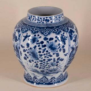 Blue and White Porcelain Jar with Mark