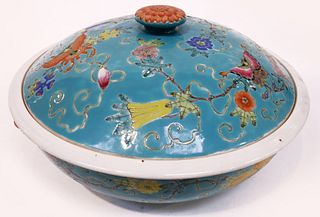 A LARGE CHINESE PORCELAIN SOUP LIDDED BOWL