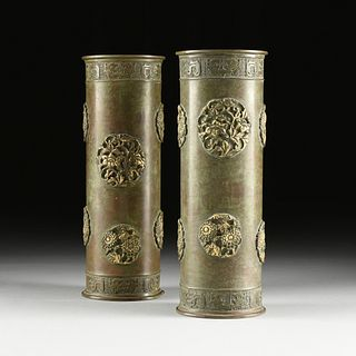 A PAIR OF JAPANESE GILT AND VERDIS GRIS BRONZE HAT STANDS, LATE MEIJI PERIOD, EARLY 20TH CENTURY,