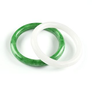 A GROUP OF TWO CHINESE WHITE JADE AND APPLE GREEN JADEITE BANGLE BRACELETS, MODERN,