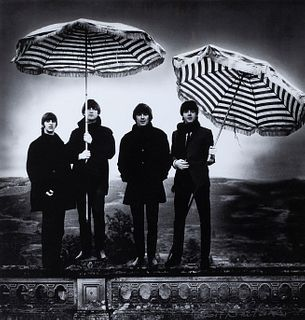 """ROBERT WHITAKER (United Kingdom, 1939-2011) """"Beatles Umbrellas. Photographic paper. Numbered 16/30. Signed in the lower right corner: Robert Whitaker."""