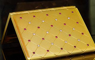 18CT GOLD RUBY AND DIAMOND POWDER COMPACT