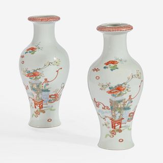 A pair of famille rose-decorated porcelain baluster vases 居仁堂粉彩瓷瓶一对