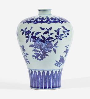 A fine and rare large Chinese blue and white porcelain Ming-style meiping vase 明式青花三多瑞果纹梅瓶 18th century 十八世纪