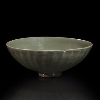 "A Chinese Longquan celadon petal-carved ""Lotus"" bowl 龙泉窑刻划花碗 Southern Song/Yuan Dynasty 南宋或元"