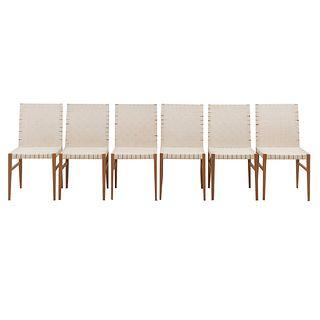 Lote de 6 sillas. SXX. Estructura de madera. Con respaldos y asientos con entramados de tela color beige y fustes tipo sable.