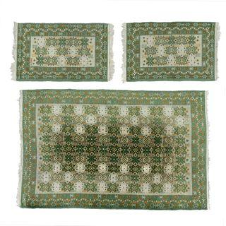 Juego de tapetes. México, SXX Estilo Temoaya. Elaborados a mano en fibras de algodón y lana. Piezas: 3.