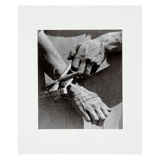 TINA MODOTTI. Manos de titiritero. 1929. Fotograbado. Impreso en China 1999. Sin enmarcar. Con certificado.