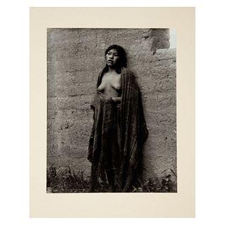 MANUEL ÁLVAREZ BRAVO. La Tierra misma. Ca. 1930. Fotograbado Impreso en Alemania en 2008. Con certificado. 21 x 16.5 cm