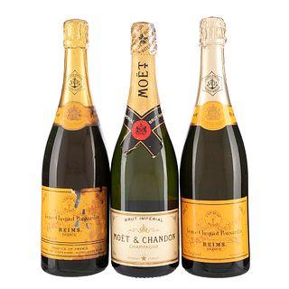 Lote de Champagne. Moët & Chandon. Veuve Clicquot Ponsardin. En presentación de 750 ml. Total de piezas: 3.