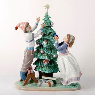 Trimming The Tree 1005897 - Lladro Porcelain Figurine