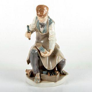 Cobbler 1004853 - Lladro Porcelain Figurine