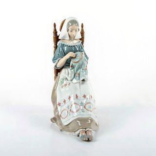 Embroiderer 1004865 - Lladro Porcelain Figurine
