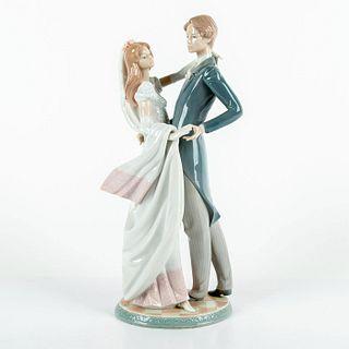 I Love You Truly 1001528 - Lladro Porcelain Figurine