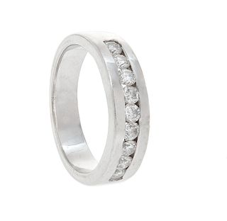 Half alliance ring made in 18 kt white gold