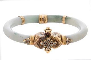 Jade and 18kt yellow gold cuff bracelet.