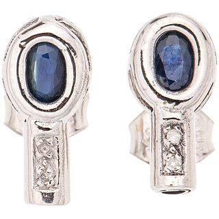 PAR DE BROQUELES CON ZAFIROS Y DIAMANTES EN ORO BLANCO DE 14K con zafiros corte oval ~0.30 ct y diamantes corte 8x8 ~0.02 ct | PAIR OF STUD EARRINGS W