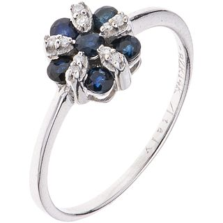 ANILLO CON ZAFIROS Y DIAMANTES EN ORO BLANCO DE 14K con zafiros corte redondo ~0.35 ct y diamantes corte brillante ~0.05 ct. Talla: 8 | RING WITH SAPP
