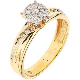 ANILLO CON DIAMANTES EN ORO AMARILLO DE 14K con diamantes corte brillante ~0.15 ct. Peso: 2.8 g. Talla: 6 ¼ | RING WITH DIAMONDS IN 14K YELLOW GOLD Br