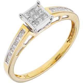 ANILLO CON DIAMANTES EN ORO AMARILLO DE 14K con diamantes corte princess ~0.07 ct y diamantes corte baguette ~0.20 ct | RING WITH DIAMONDS IN 14K YELL