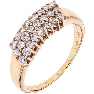 ANILLO CON DIAMANTES EN ORO AMARILLO DE 14K con diamantes corte brillante ~0.60 ct. Peso: 2.8 g. Talla: 6 ½ | RING WITH DIAMONDS IN 14K YELLOW GOLD Br