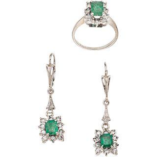 JUEGO DE ANILLO Y PAR DE ARETES CON ESMERALDAS Y DIAMANTES EN ORO BLANCO DE 14K con esmeraldas corte octagonal y diamantes corte 8x8