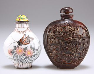 A 19TH CENTURY CHINESE CARVED HORN SNUFF BOTTLE, flattened ovoid form, with