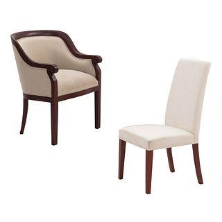 Sillón y silla. SXX. Estructuras en madera. Con tapicería de tela color beige y soportes. Respaldos cerrados y soportes lisos.