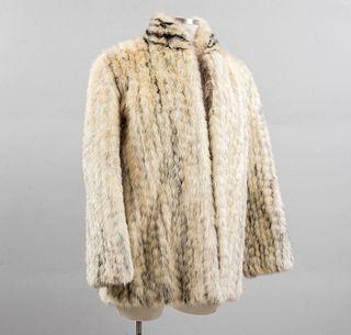 Abrigo corto. Shangai, China, Ca. 1965. Elaborado en piel de mink color beige y marrón. Talla mediana (aproximadamente)
