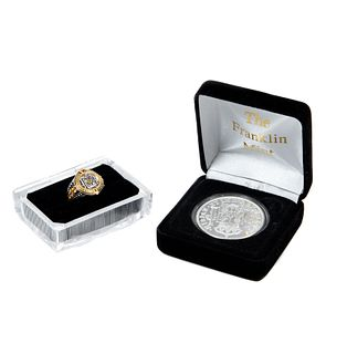 """Lote de  moneda y anillo. Consta de: Moneda. SXX. Elaborada en plata procedente del naufragio del barco """"EL CAZADOR"""" y anillo."""