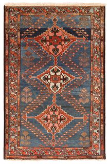 ANTIQUE PERSIAN MALAYER RUG - No reserve. 5 ft 3 in x 3 ft 5 in (1.60m x 1.04m).