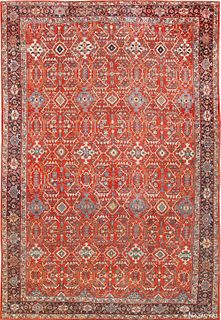 ANTIQUE GEOMETRIC PERSIAN SULTANABAD CARPET. 20 ft 3 in x 14 ft (6.17 m x 4.27 m ).