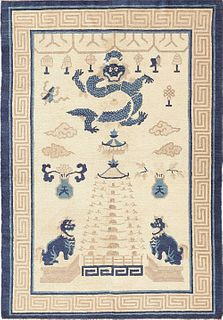 BEAUTIFUL ANTIQUE DRAGON CHINESE RUG. 5 ft 7 in x 4 ft (1.70m x 1.21m).