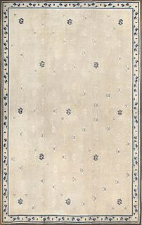 BEAUTIFUL LARGE SIZE ANTIQUE IVORY CHINESE CARPET - No reserve. 17 ft 5 in x 11 ft 4 in (5.31 m x 3.45 m).