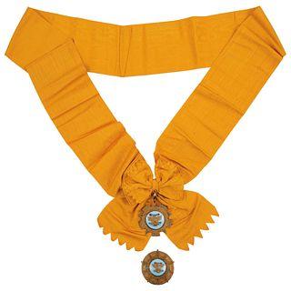 ORDEN MEXICANA DEL ÁGUILA AZTECA MÉXICO, SIGLO XX Elaborada en plata dorada Medalla: 6 cm diámetro