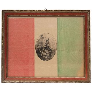 BANDERA DEL CENTENARIO MÉXICO, SIGLO XX Dividida en 3 bandas verticales En la banda central un retrato de Porfirio Díaz  48 x 39 cm