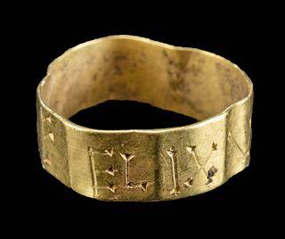 "Petite Roman Gold Ring w/ ""VTERE FELIX"" Inscription"