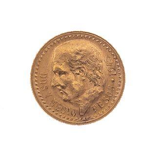 Moneda de dos y medio pesos oro de 21k. Peso: 2.5 g.