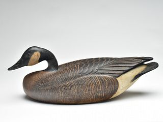 Outstanding hollow carved Canada goose, Mandt Homme, Stoughton, Wisconsin, 2nd quarter 20th century.