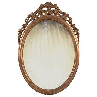 Espejo. SXX. Luna oval con marco de madera. Decorado con molduras, motivos florales, vegetales y orgánicos.